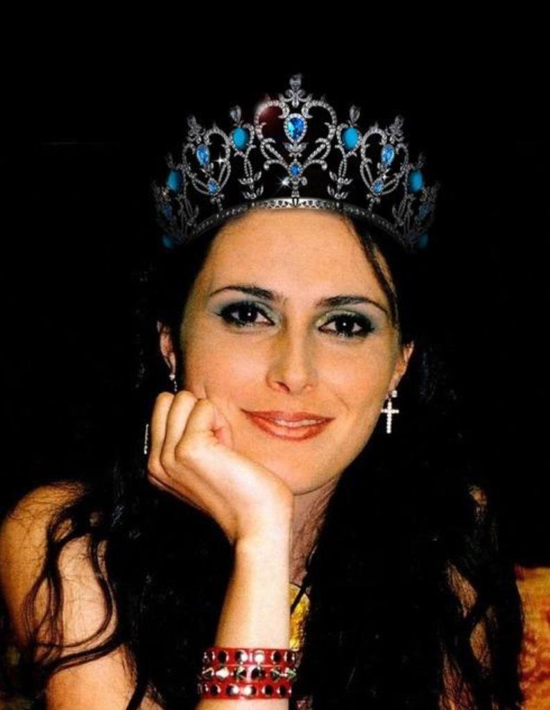 Prinsjes dag, hoedjes dag. Wij hebben maar 1 queen: Sharon! @WTofficial pic.twitter.com/c8wlrHpV6r