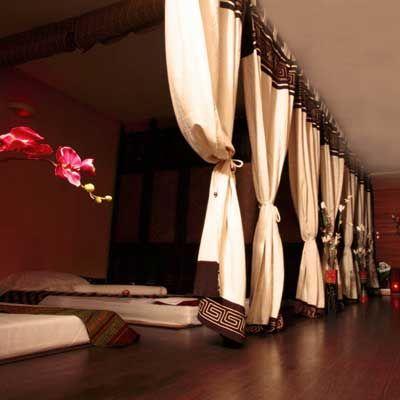 Quartier #Montorgueil à #Paris, un espace dédié au #massage Thaï de 300 m² avec #hammam en sous-sol, espace de massage à l'étage, accueil et salon de massage des pieds au rez-de-chaussée. A la carte, tous les massages Thaï : traditionnel, des pieds, à l'huile, aux plantes... http://www.spa-etc.fr/lieux/ban-thai-2eme,484.html @Spa_Etc