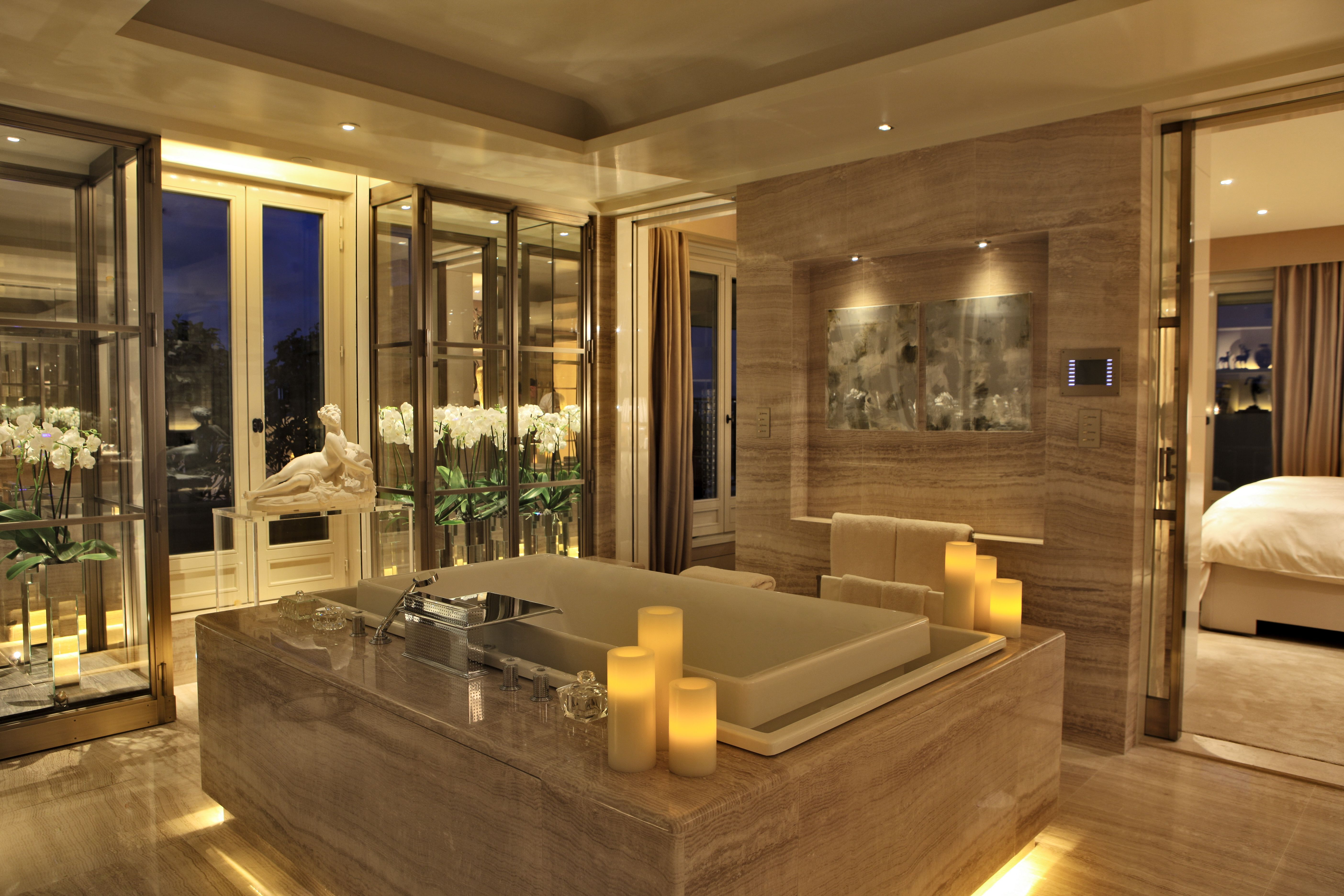 The bathroom of the Penthouse is the perfect place to relax after a long day of shopping... - Four Seasons Hotel George V