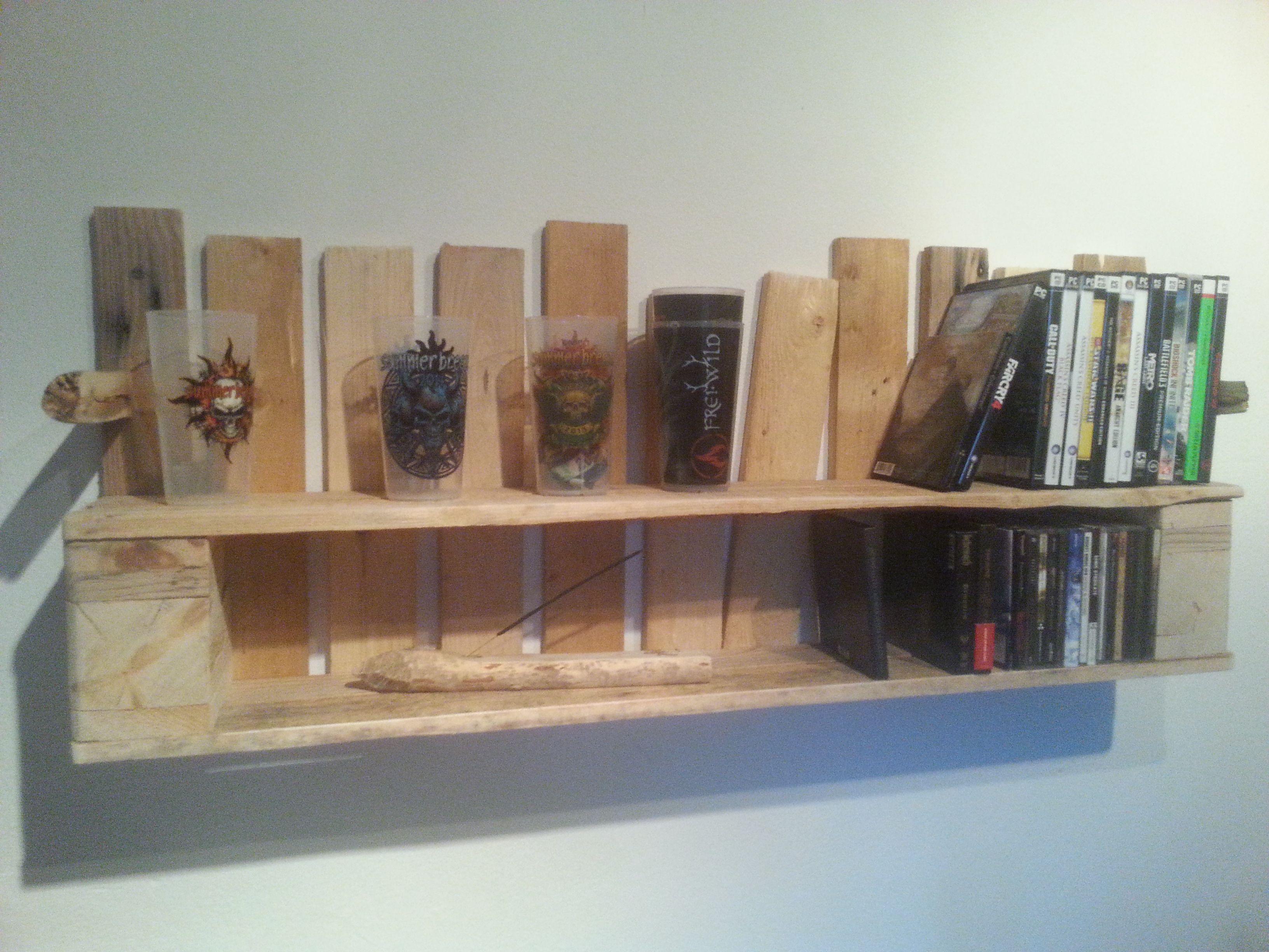 cd shelf cd regal game shelf pallet wood palettehnolz diy pinterest. Black Bedroom Furniture Sets. Home Design Ideas