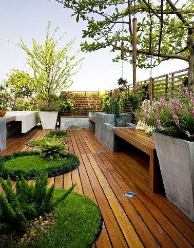 Configuration Atypique Pour Cette Terrasse En Bois Sur Le Toit Tout En  Longueur Pleine De Charme.