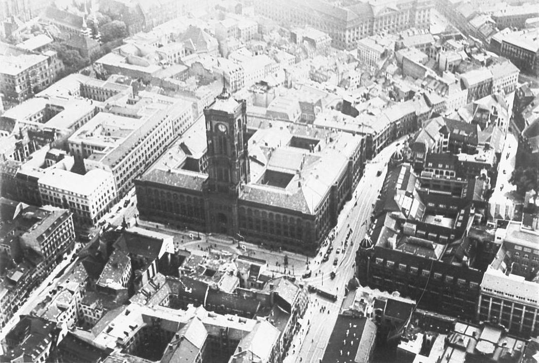 Berlin In Alten Bildern Architectura Pro Homine Luftbild Rotes Rathaus Berlin Rathaus