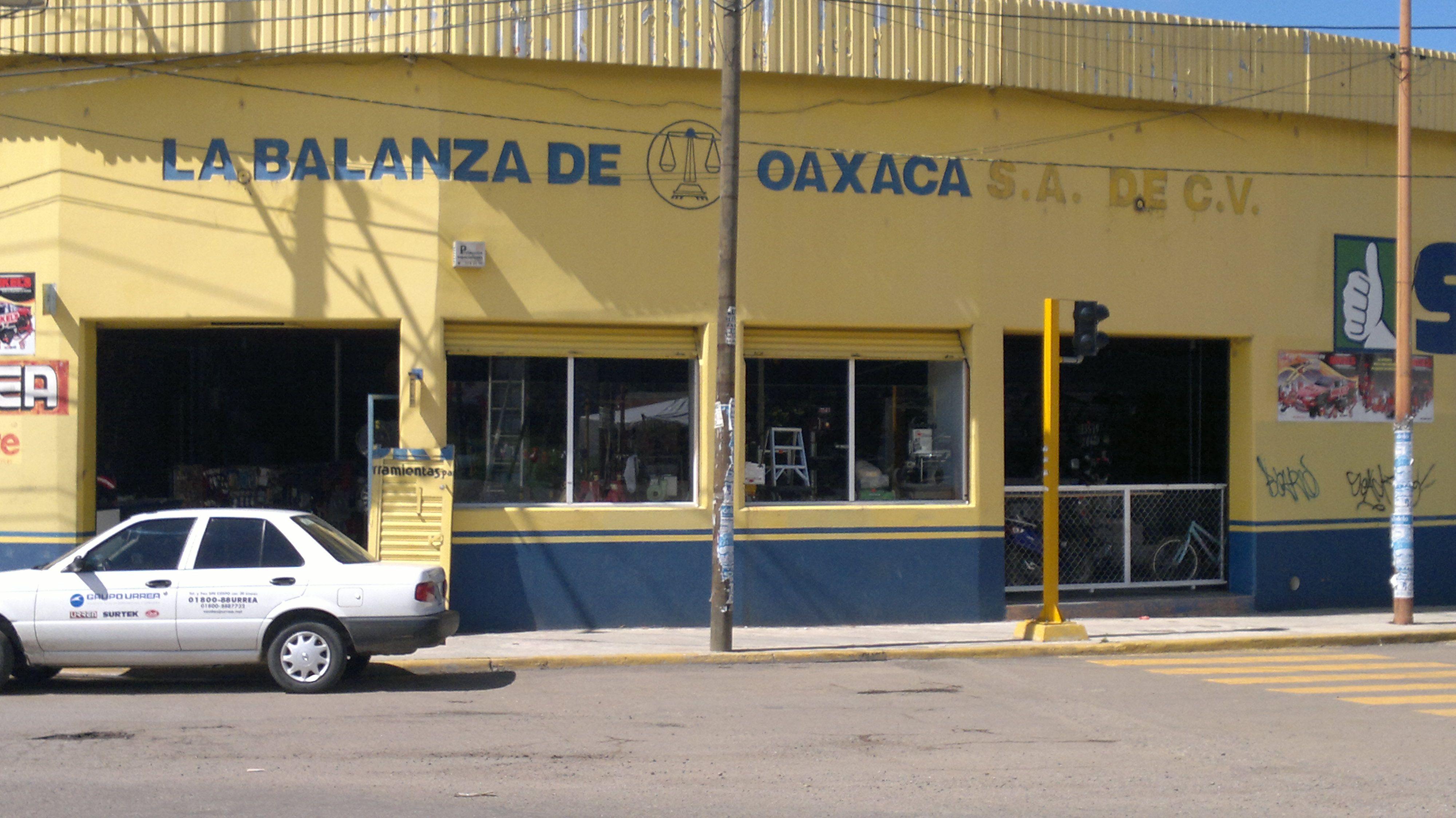 Carretera Internacional N° 1000 Tlalixtac de Cabreta, Crucero Avenida Ferrocarril-Tule