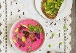 sopa rosa de cebollas y broccoli