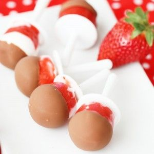 FOOD - Strawberries and Cream Choco Pops. Only 3 ingredients to make this delicious and festive Valentine's Day treat! http://www.superhealthykids.com/strawberries-cream-choco-pops/