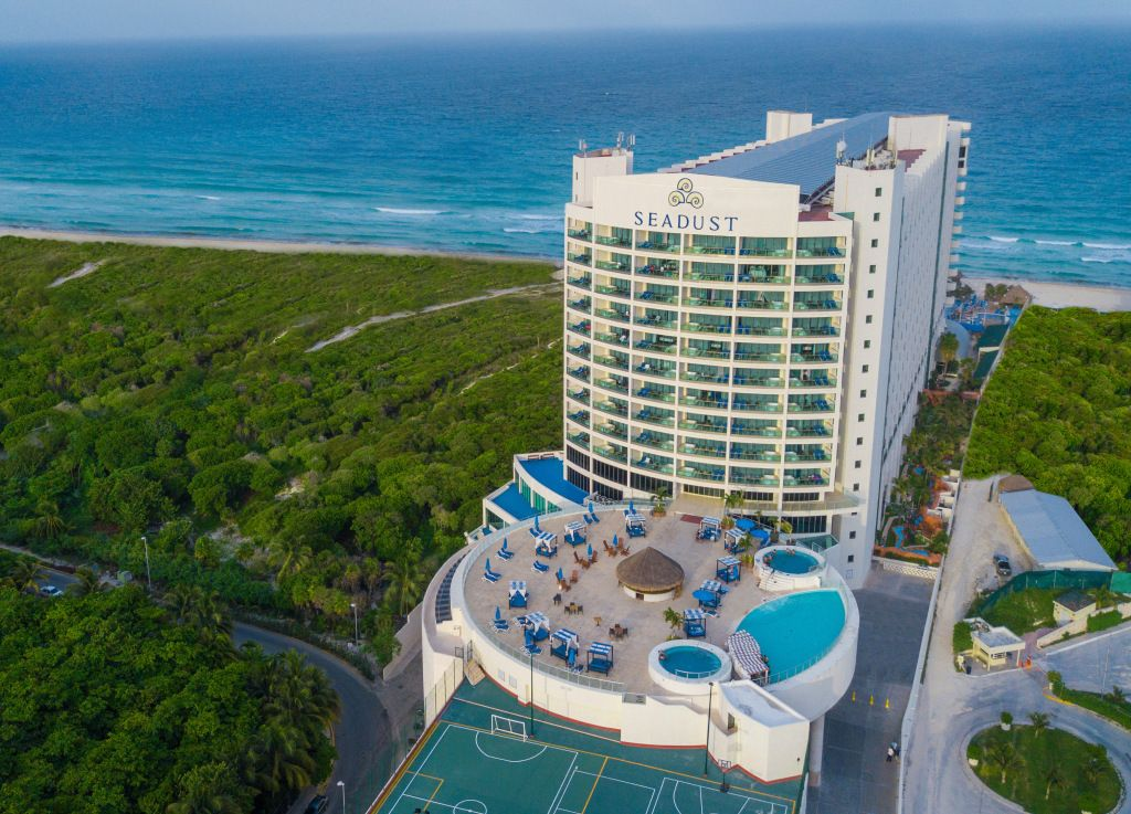 Set Sail At The Seadust Cancun Family Resort In 2020 Cancun Family Resort Family Resorts Cancun Family