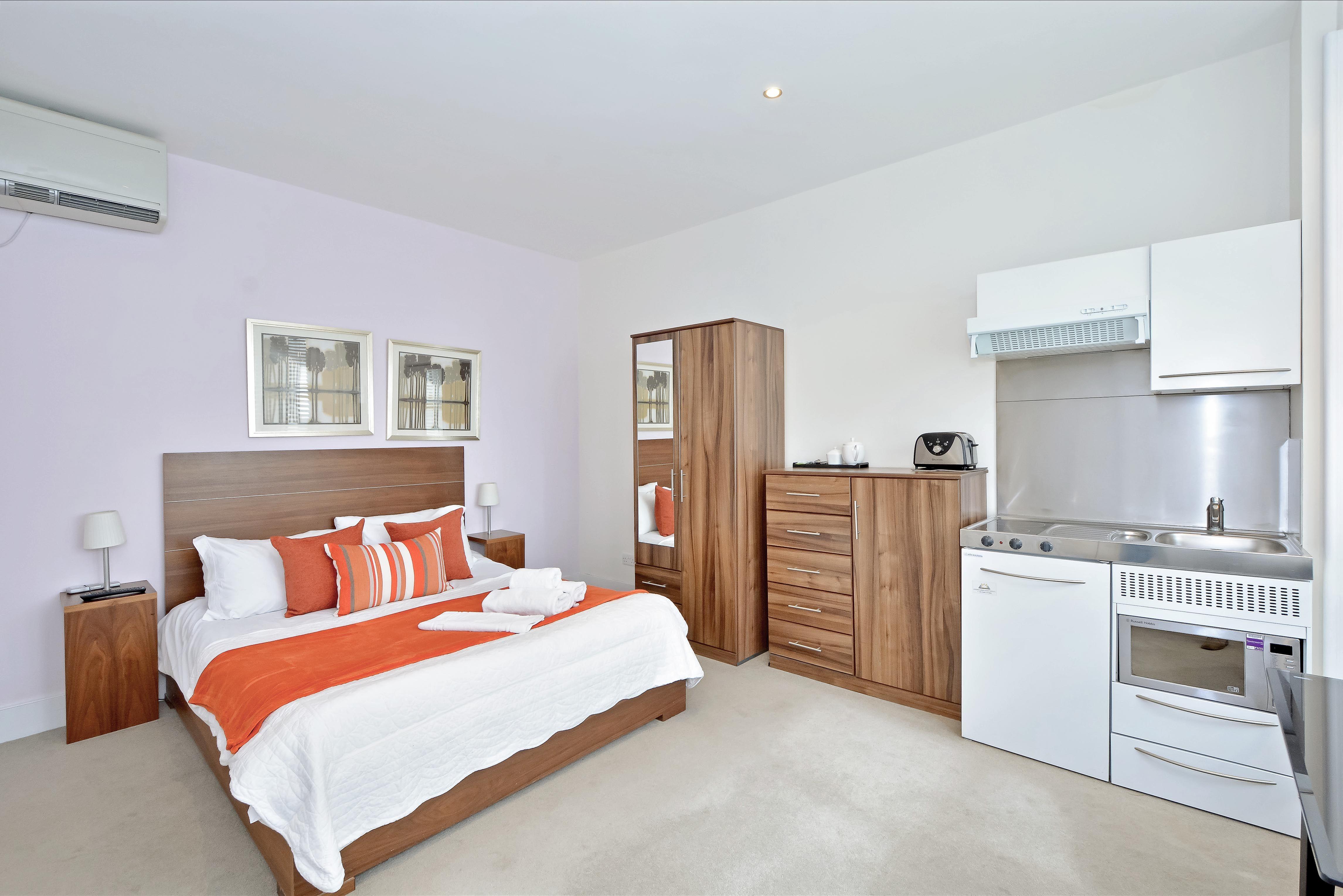 Compact studio apartment in the Victoria area of Central ...