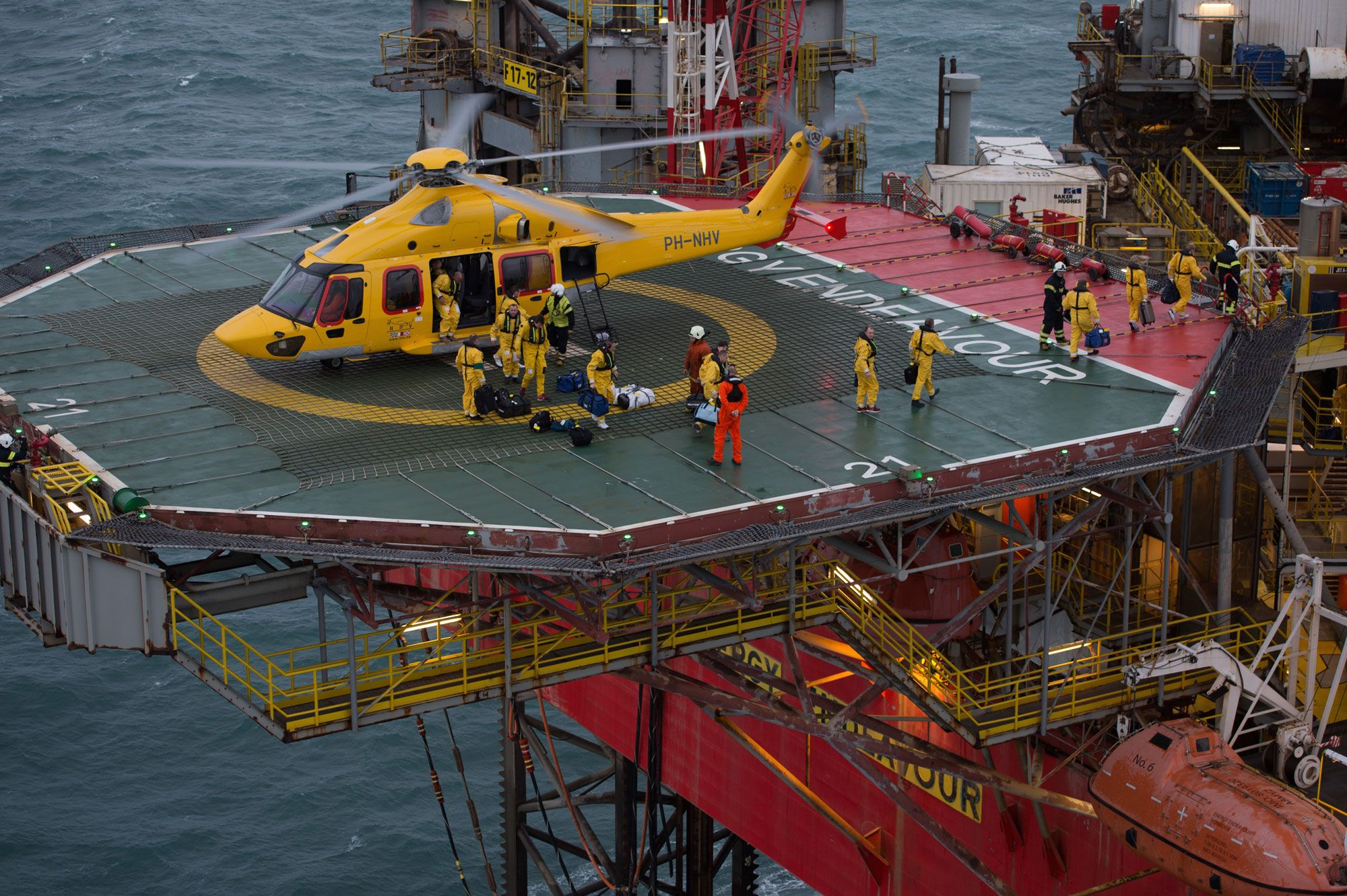 Oil rig in the Gulf of Mexico - google search   Helidecks   Oil