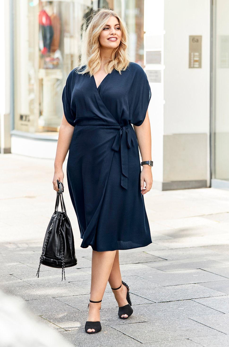 Modetipps für Frauen mit großer Oberweite (mit Bildern ...