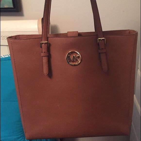 Michael Kors purse 100% Authentic Brown Michael Kors tote. slight blemishes that can be removed with the cleaner that I will use on it before shipping. Too big for me! Will negotiate prices. Michael Kors Bags