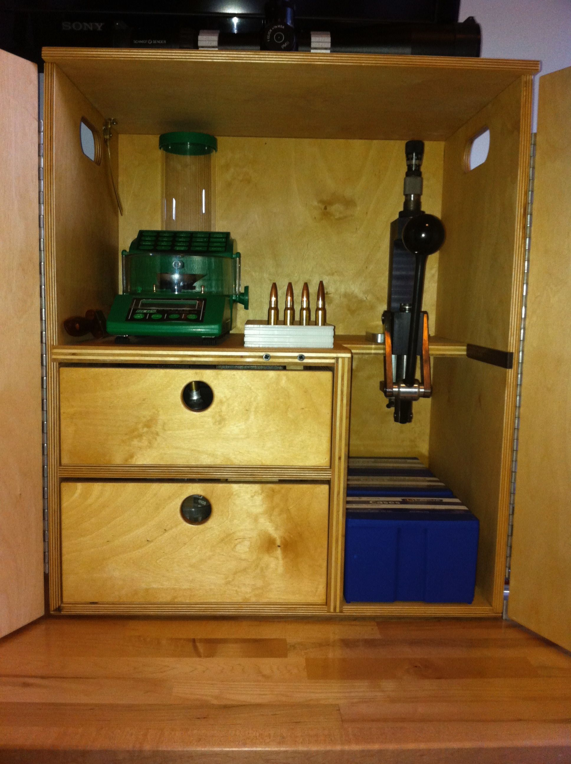 Reloading Box for doing load development at the range  Uses an RCBS
