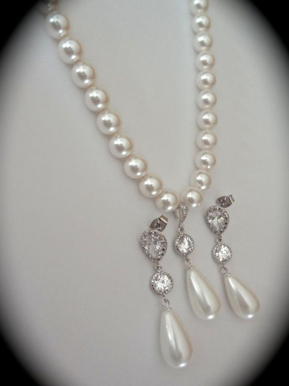 Bridal jewelry // Pearl necklace and earrings by QueenMeJewelryLLC