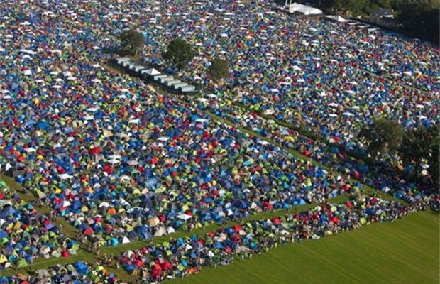 40 000 festivalgangers slaan tenten op in kiewit (near Hasselt in Belgium.) The latest Pukkepop festival had over 180, 000 visitors over the 3 day festival.