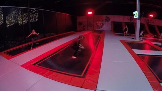 Jump je fit in 2017 bij Jump XL #Groningen!  Trampo #Fitness is iedere maandag van 20.00 tot 21.00 uur en donderdag van 19.30 tot 20.30 uur.  Reserveer wel van tevoren je plekje, want vol = vol.  #jump #fit #jumpen #healthy #healthylife #healthybody #jumpxl #jumpxlgroningen