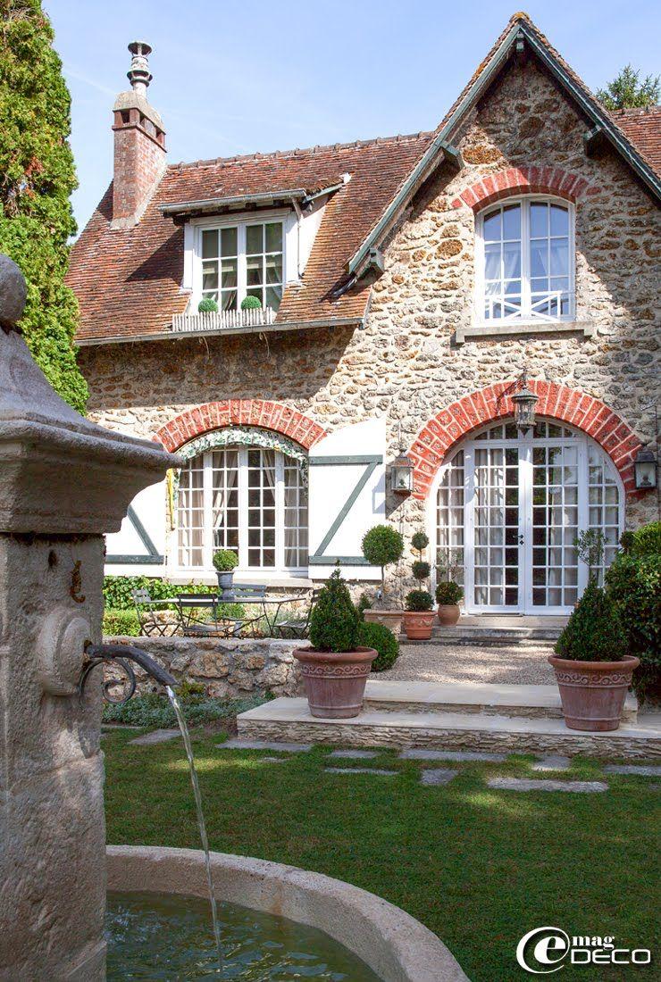 Devant une meuli re de la r gion parisienne buis et pots en terre cuite en provenance de la - Serre jardin castorama reims ...