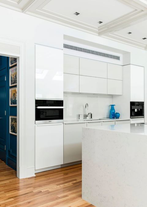 Poggenpohl #kitchen simple and uncluttered with high gloss