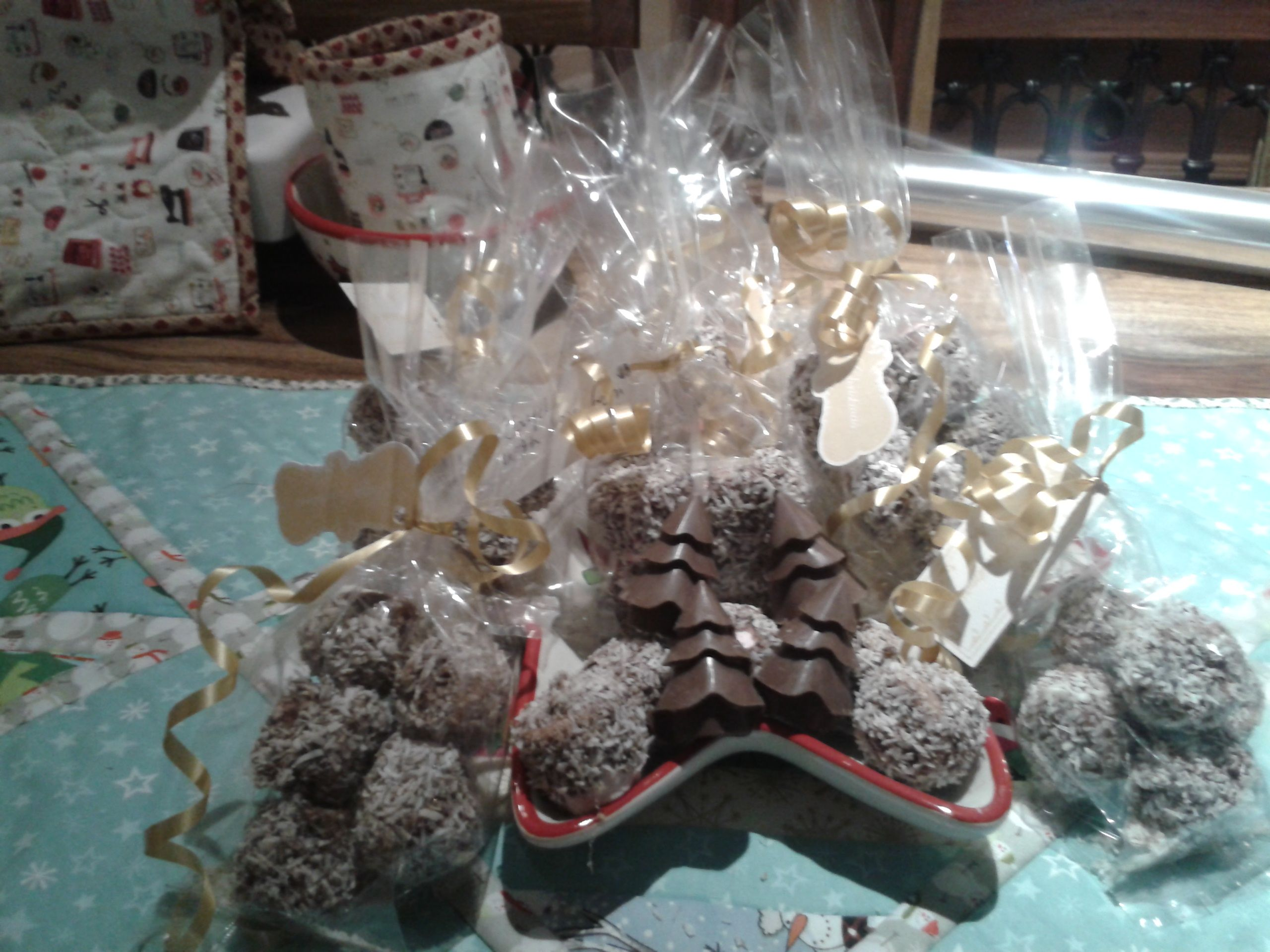Christmas marshmallow treats covered in chocolate and ...