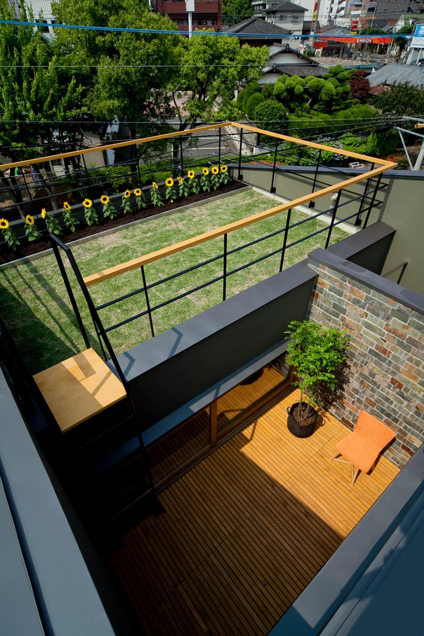 ミドリノイエ 北欧風 庭 の Group Scoop Architectural Design Studio 北欧 屋上庭園 住宅建築デザイン 屋上