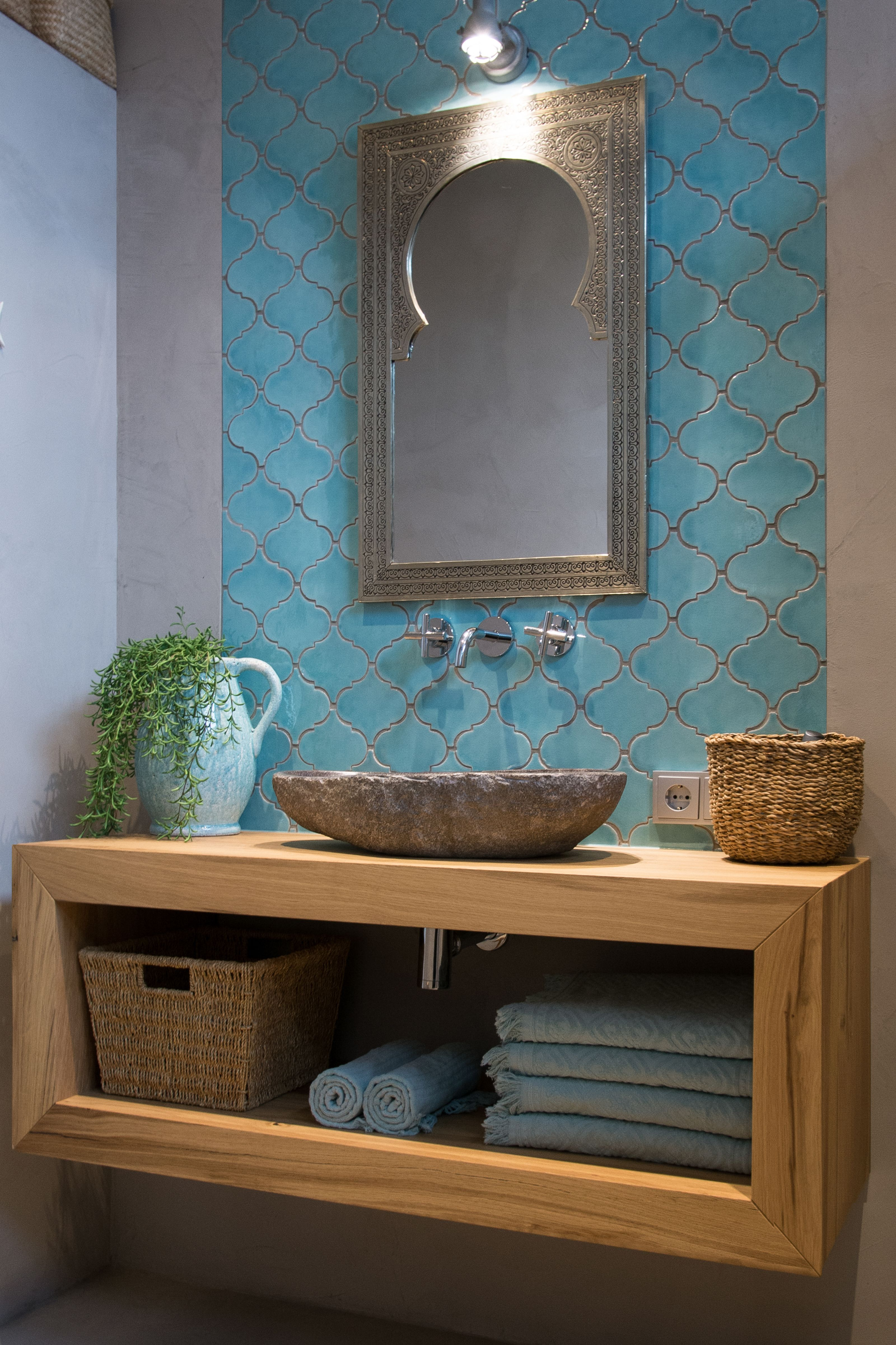 De klanten hebben in deze badkamer gekozen voor een Spaanse vorm ...