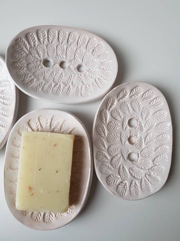 Soap Dish - Leaf Textured white - Handmade - Plastic free living #potteryideas H... #Dish #Free #Handmade #Leaf #Living #Plastic #potteryideas #Soap #Textured #white