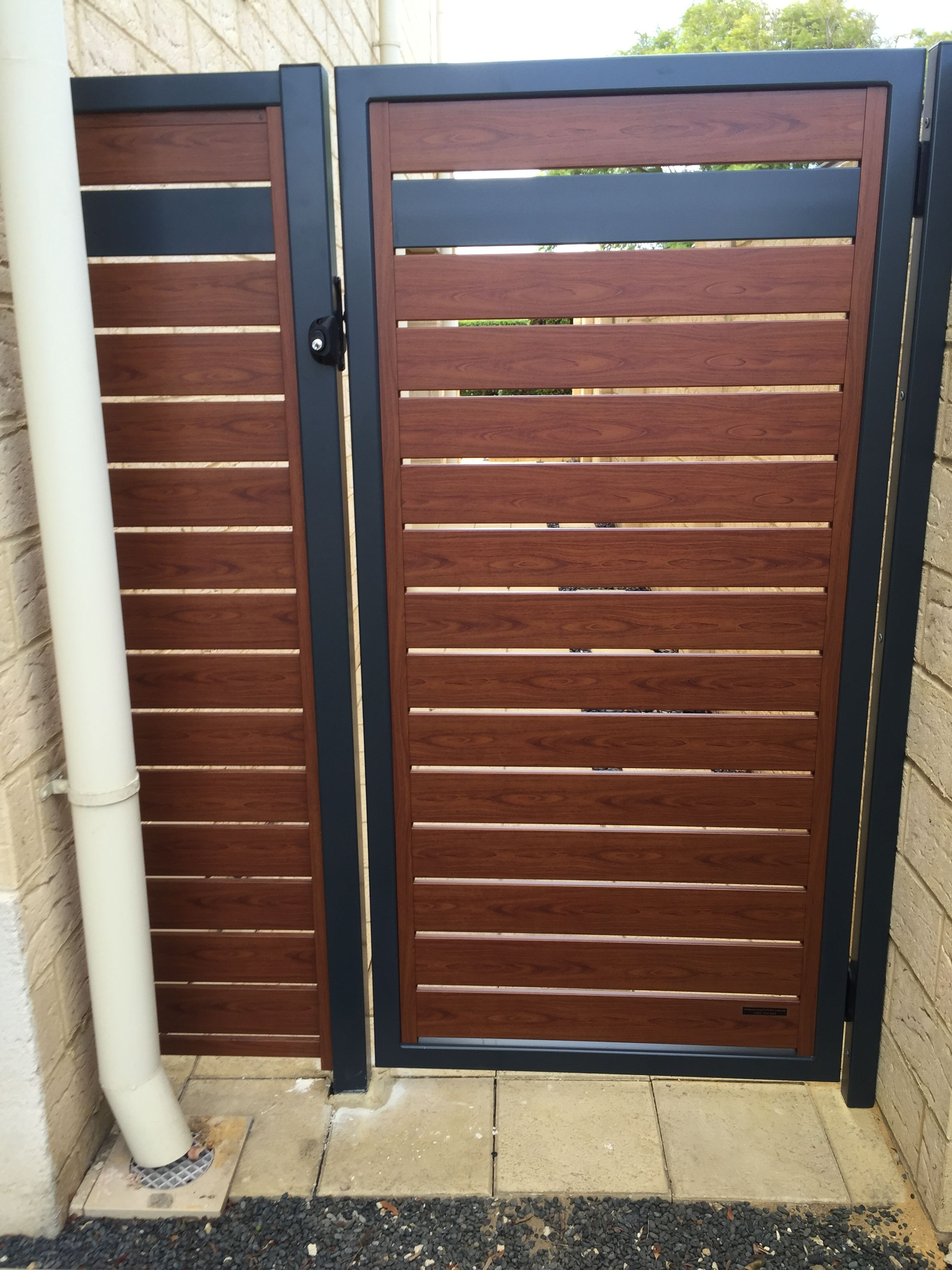 Contrast Done Really Really Well The Knotwood Slats Match The Powdercoat Welded Frame Door Gate Design Wooden Gate Door House Gate Design