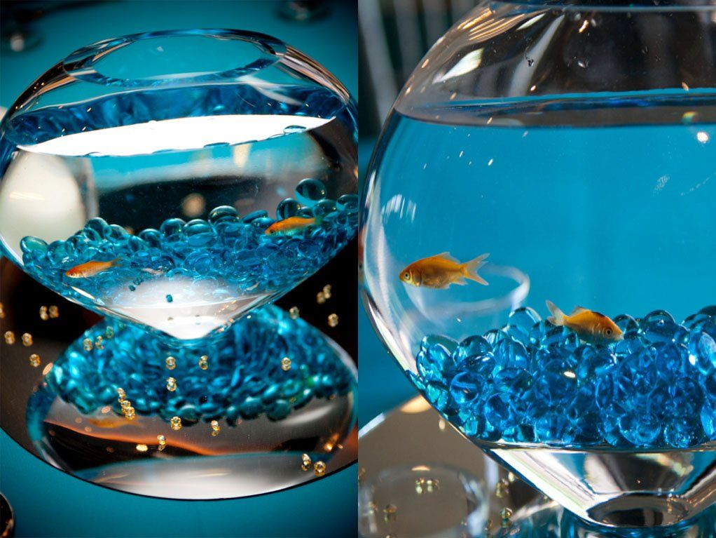 This fish bowl is a creative and unique wedding table