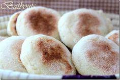 Batbouts Je vous ai déjà présenté les batbouts, ces petits pains marocainsà la poêle. La première recette était à la farine, cette fois ci c'est un mélan