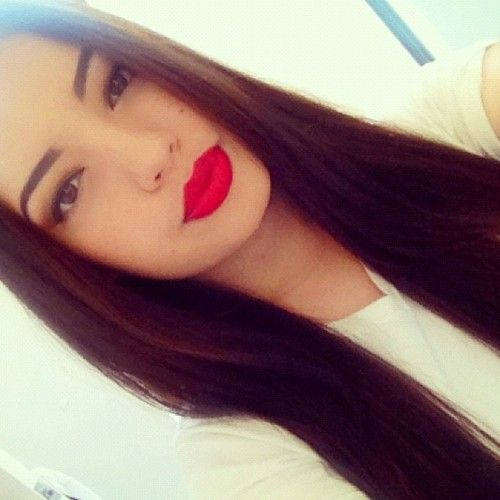 Brunette Amp Bright Red Lipstick Completing The Look