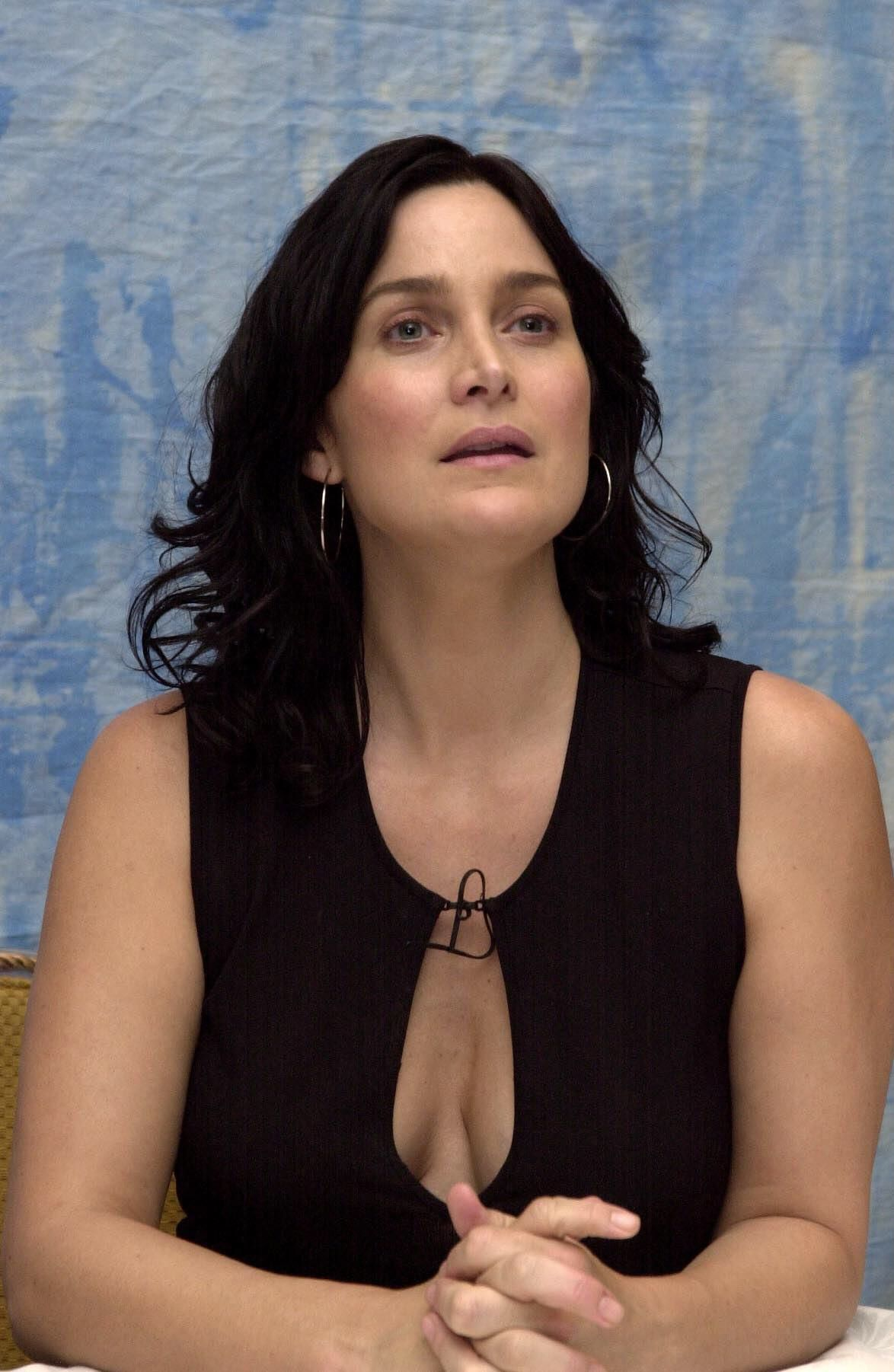 Carrie-Anne Moss Nude Photos 60