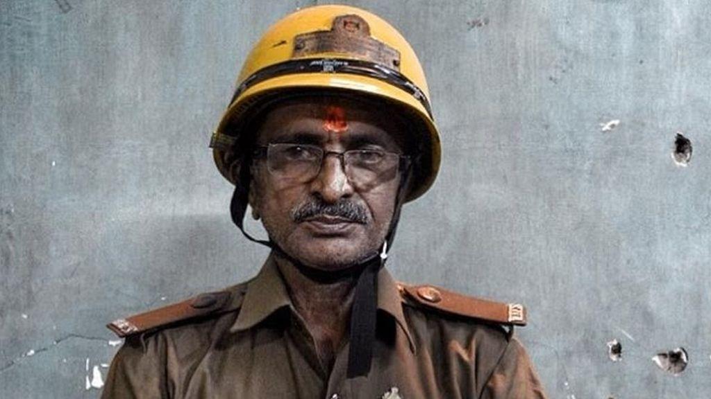 India fire chaser wins award volunteer firefighter