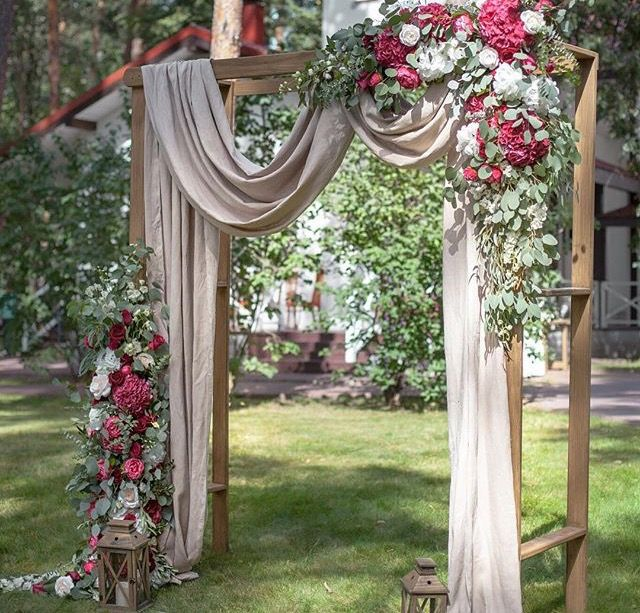 Beautiful wedding ceremony backdrop arbor with draping for Arbor wedding decoration ideas