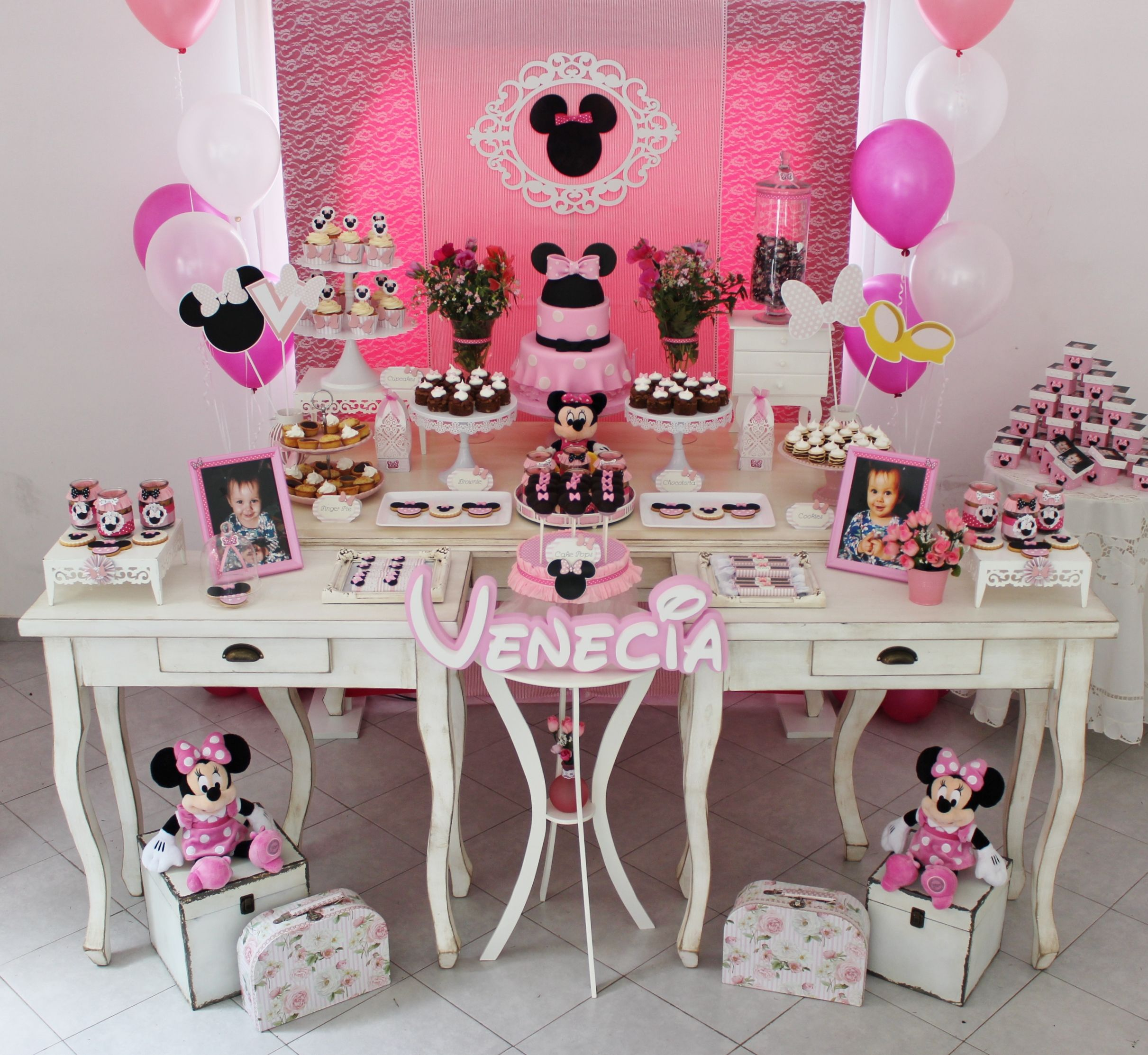Mesa tematica minnie mouse rosa violeta glace minnie - Ideas decoracion bar ...
