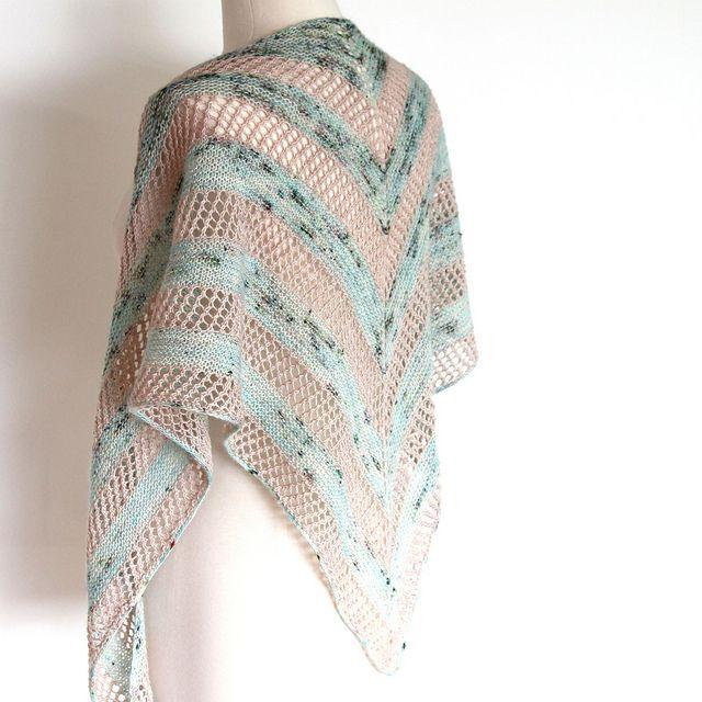 Delphinia Shawl pattern by Ambah O\'Brien | CHAL - CAPA - PONCHO ...