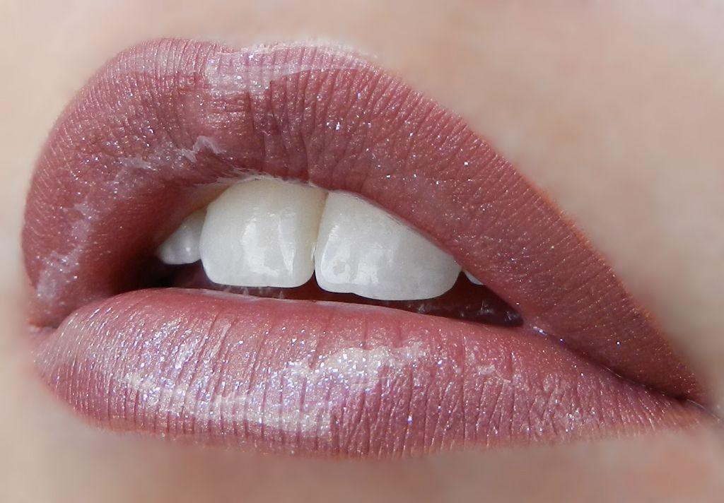 2 layers First Love #LipSense, 1 layer Mauve Ice LipSense, Topped with Silver Glitter Gloss & Glossy Gloss