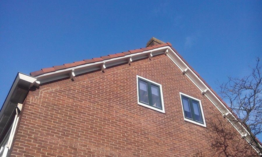 Mooie nederlandse dakoverstek met mooie bakgoten met balkjes maar niet voor ons huis dak - Huis modern kubus ...