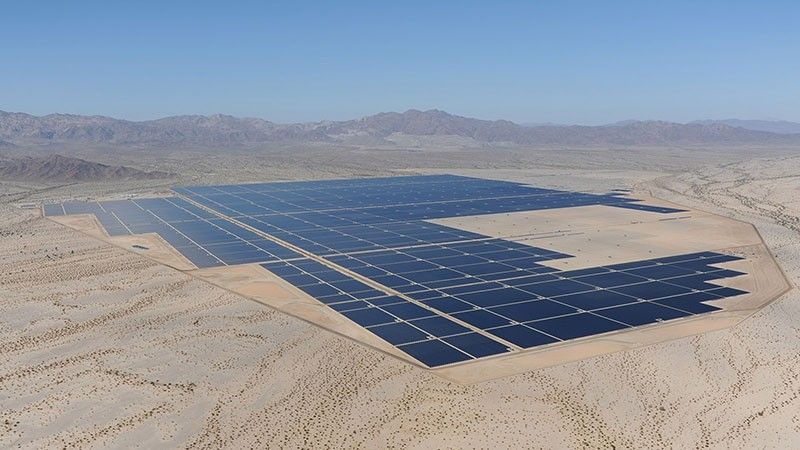 California Flips The Switch On The World S Largest Solar Power Farm Solar Solar Power Plant Solar Panels