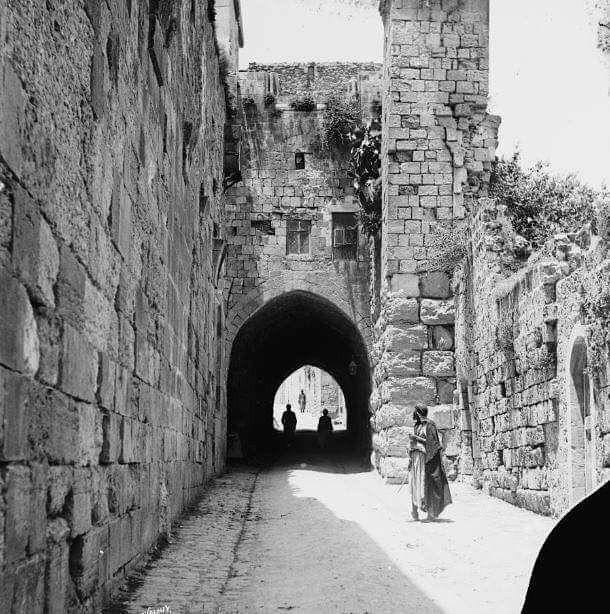 بيت والد جدي صالح ناجي نسيبة في القدس البلدة القديمة باب العتم باب الملك فيصل احد ابواب المسجد الأقصى القرن الثامن عشر على ما اظن ويظهر في الصورة البرج Tablolar