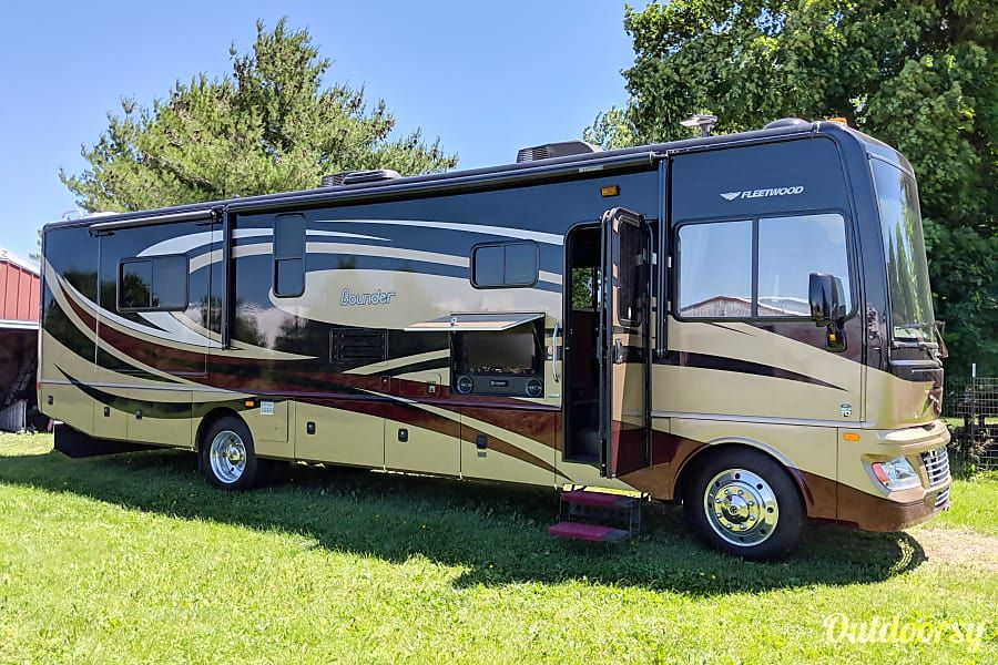 Check Out This 2013 Fleetwood Bounder 35k On Outdoorsy