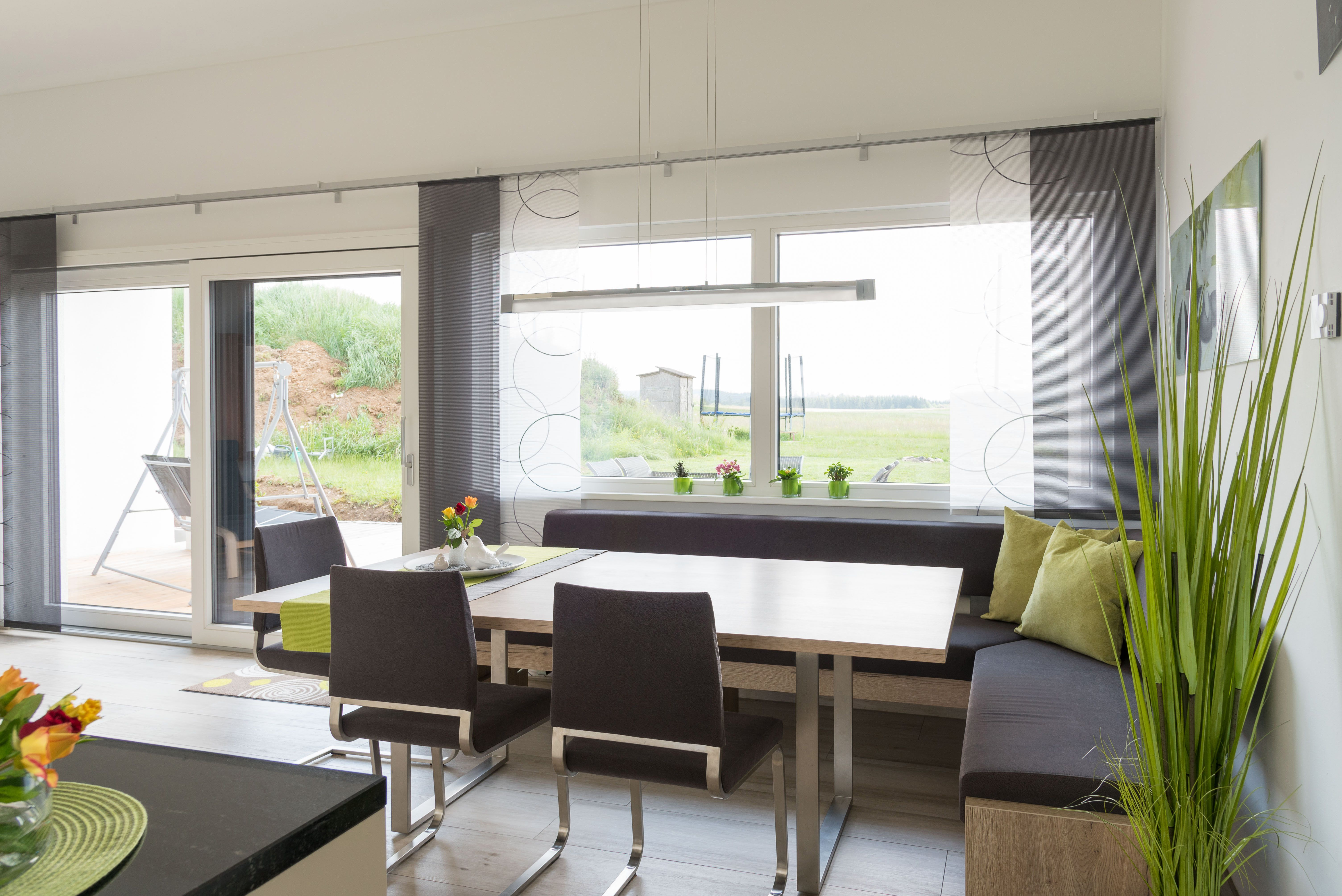 Eckbank Mit Großer Fensterfront In Einem Hartl Haus