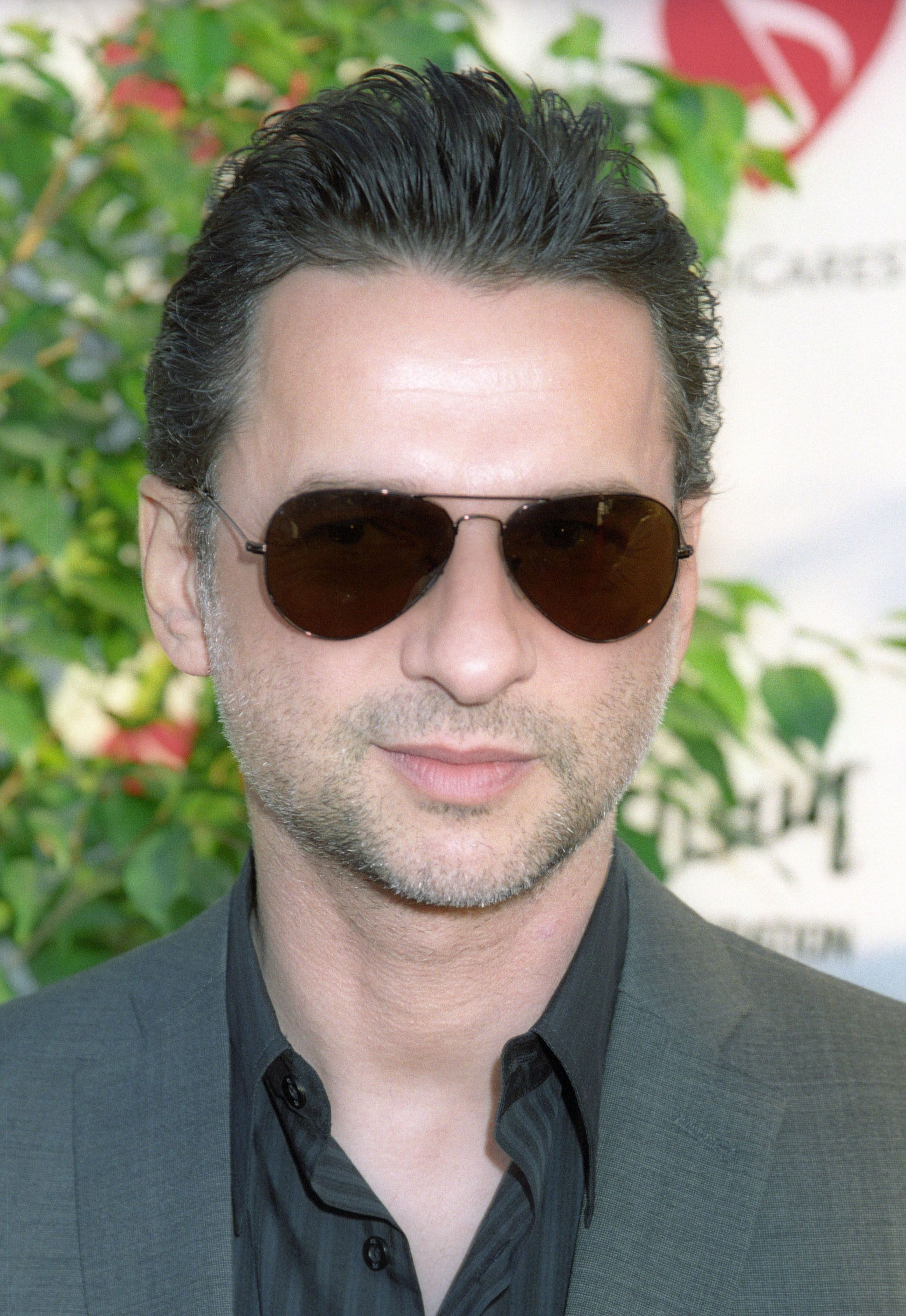 Sexy wearing his sunglasses!   Dave Gahan The Hot One   Tøj