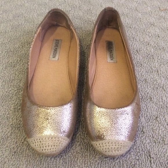 Steve Madden Gold Flats Steve Madden gold flats, fair condition, a little of the gold has rubbed off Steve Madden Shoes Flats & Loafers