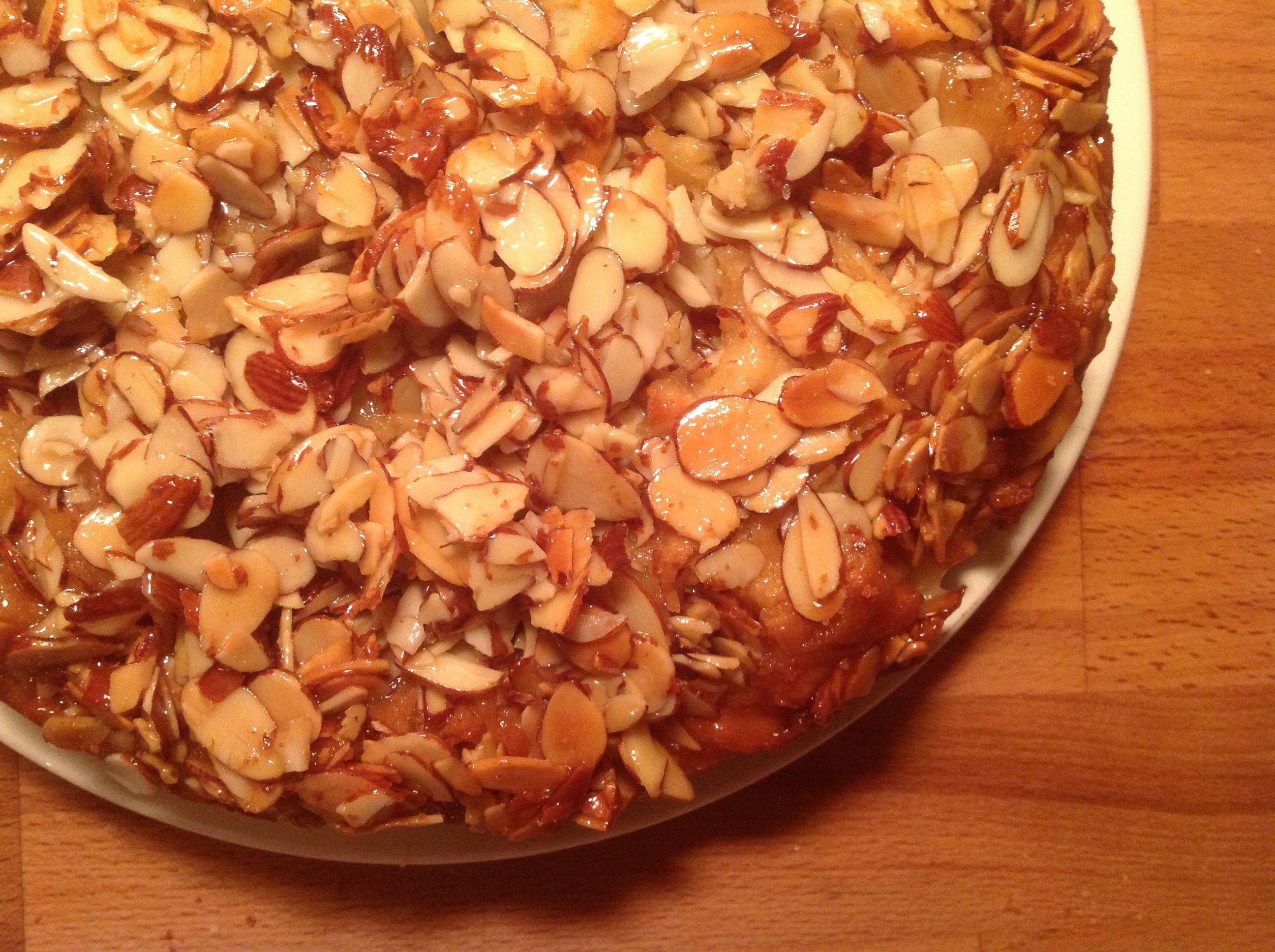 Bienenstich the viking honey cake sweet bread delicious ancient recipes forumfinder Image collections