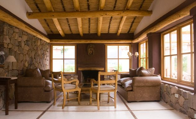 Decoracion de interiores con paredes rusticas decoracion for Decoracion de paredes interiores