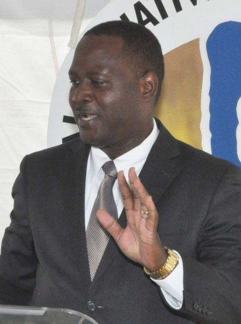 Inniss criticizes Obama over rum tax - http://www.barbadostoday.bb/2015/09/17/inniss-criticizes-obama-over-rum-tax/