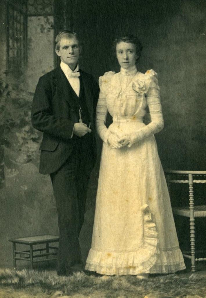 Antique Brides Zenobia Photography Studios Blog Vintage Wedding Wedding Gowns Vintage Vintage Wedding Photos