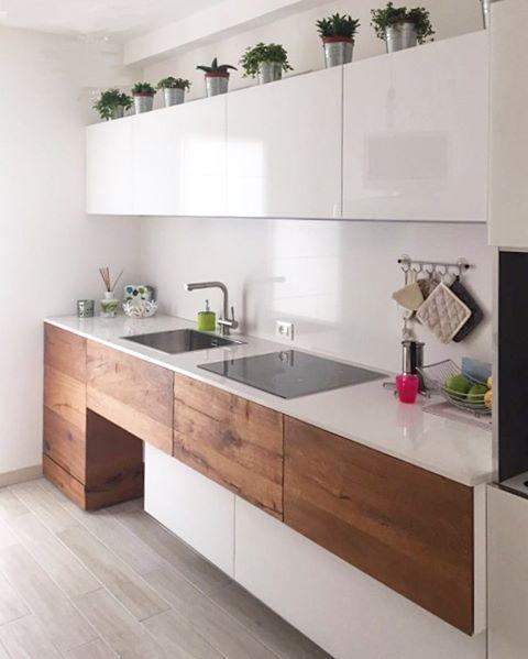 Combinación de madera y blanco en una cocina casa Pinterest