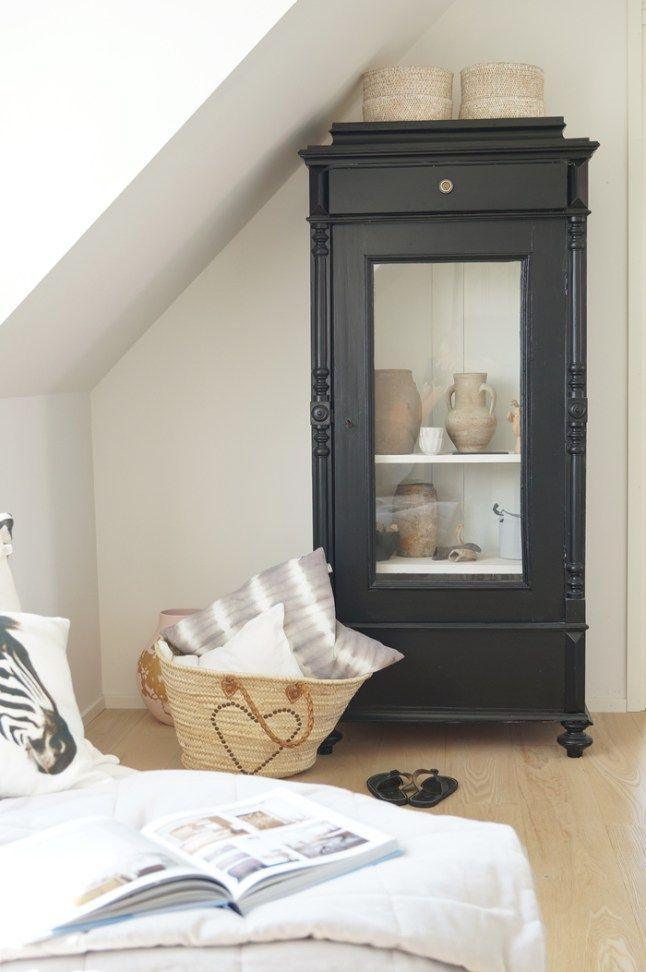 Paniers osier sur meuble vintage ancien repeint en noir deco - Moderniser Un Meuble Ancien