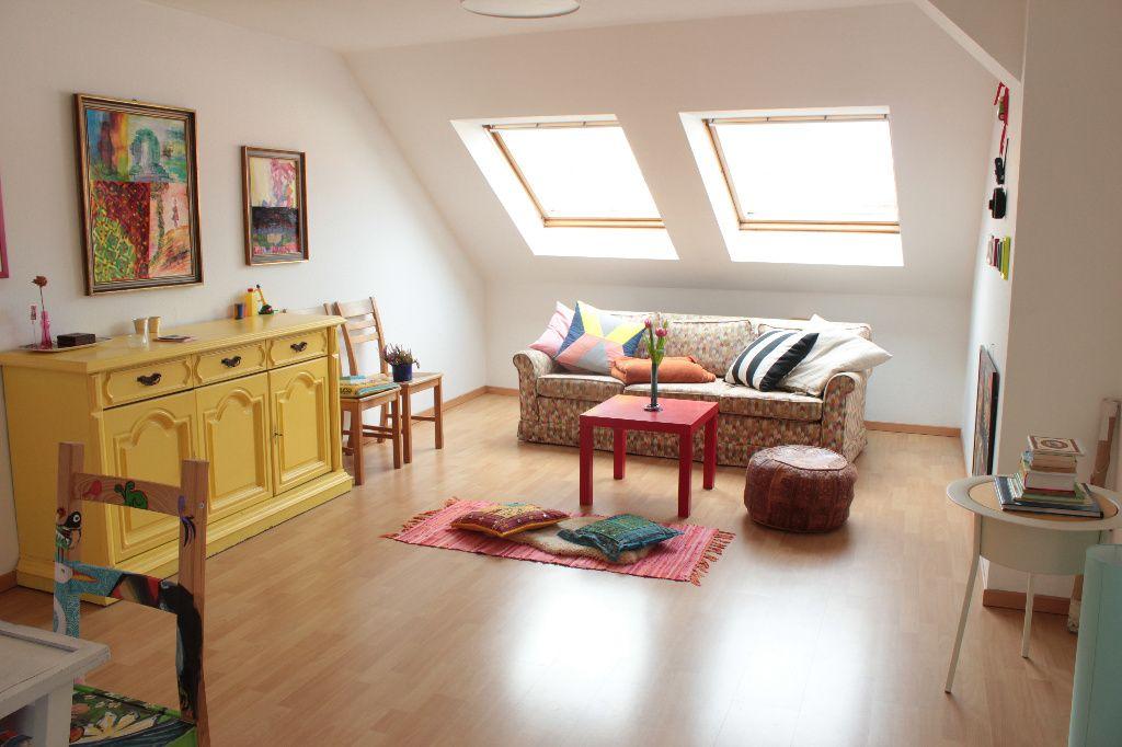 Farbenfrohes Wohnzimmer. #Dachgeschoss #Wohnung #Dachgeschosswohnung # Wohnzimmer #Einrichtung #Einrichtungsidee #