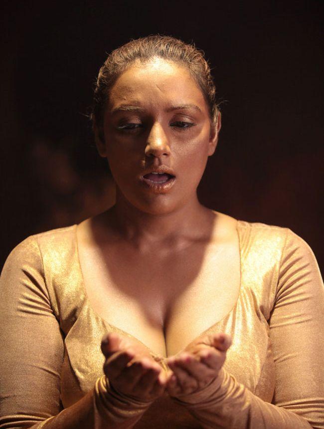 Shwetha Menon HOT Malayalam Actress 60 Swetha Actresses Stunning Malayalam Love Pudse Get Lost