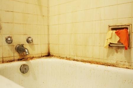 Nettoyer les joints de la salle de bains - Astuces Pratiques